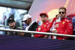 Valtteri Bottas, Mercedes-AMG F1, Lewis Hamilton, Mercedes-AMG F1, Kimi Raikkonen, Ferrari ve Sebastian Vettel, Ferrari pilotlar geçit töreninde