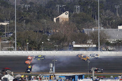 Erik Jones, Joe Gibbs Racing, William Byron, Hendrick Motorsports, Jimmie Johnson, Hendrick Motorsports in a crash