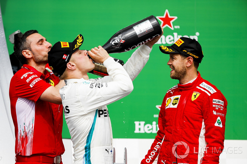 Valtteri Bottas, Mercedes AMG F1, 2nd position, drinks Champagne on the podium alongside Nicola Bari