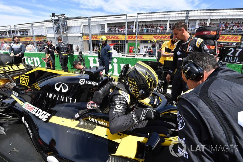 Nico Hulkenberg, Renault Sport F1 Team R.S. 18 on the grid
