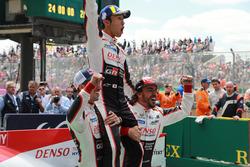 Переможці #8 Toyota Gazoo Racing Toyota TS050: Себастьян Буемі, Казукі Накадзіма, Фернандо Алонсо