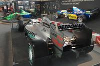 Michael Schumacher F1 wagens tentoongesteld