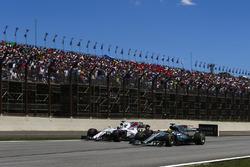Lewis Hamilton, Mercedes AMG F1 W08, passes Felipe Massa, Williams FW40