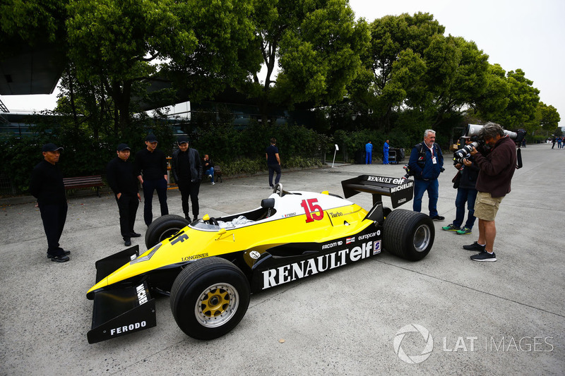 A 1983 Renault RE40 in the paddock is admired by locals and photographers Mark Sutton and Jean-Francois Galeron