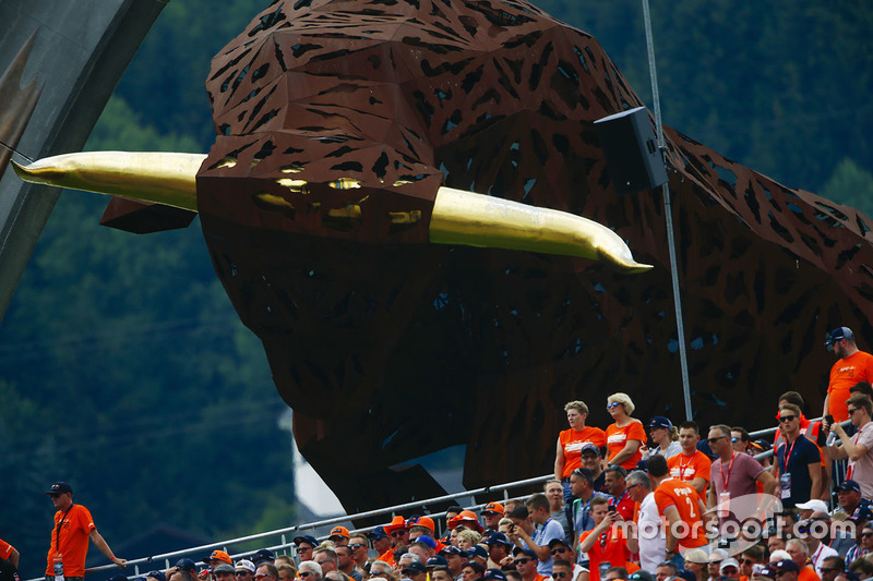 Fans in front of the huge Bull sculpture at the circuit