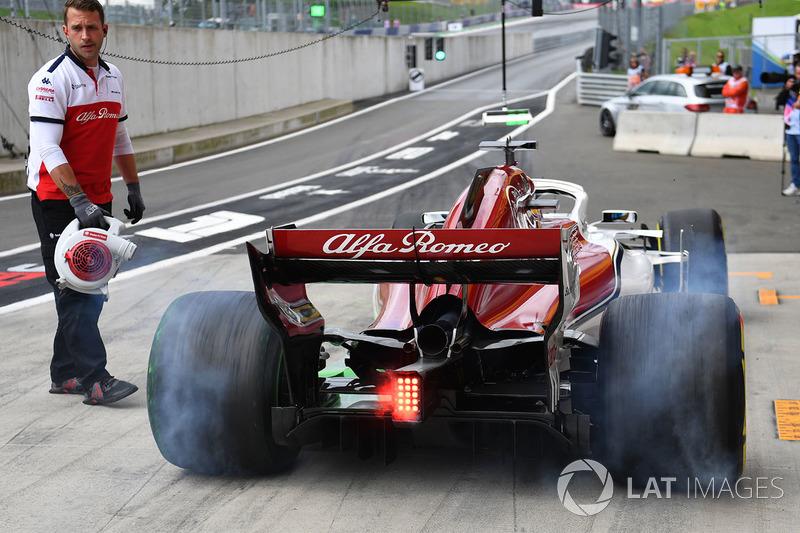 Marcus Ericsson, Sauber C37, fait de la fumée