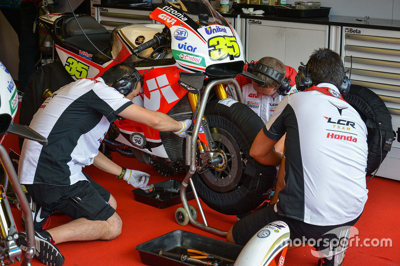 Team LCR Honda engineers at work on Cal Crutchlow bike