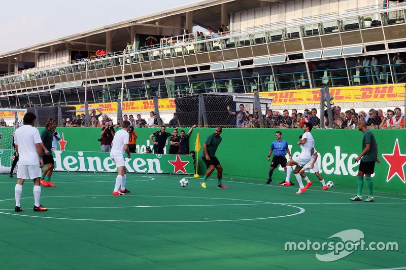 Heineken spornsorluğunda hayır işi için yapılan futbol maçı