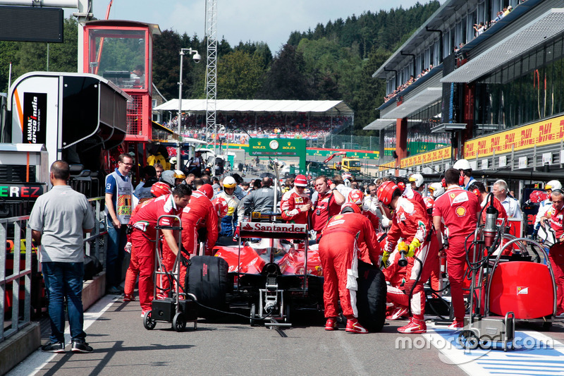 Sebastian Vettel, Ferrari SF16-H in the pits with the race stopped