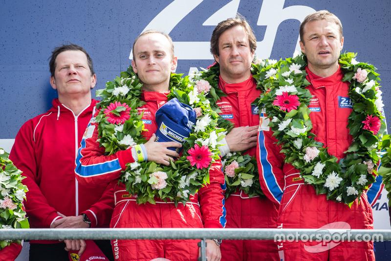 LMGT Am Podio: ganadores de clase #62 Scuderia Corsa Ferrari 458 Italia: Bill Sweedler, Jeff Segal, Townsend Bell