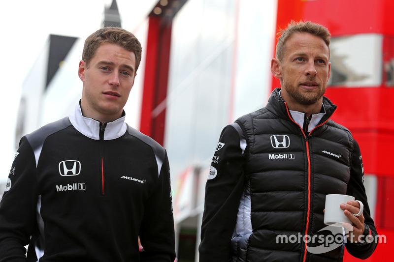 Stoffel Vandoorne, McLaren F1 Team, Ersatzfahrer, und Jenson Button, McLaren