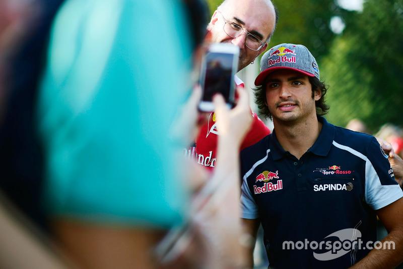 Carlos Sainz Jr., Scuderia Toro Rosso con i tifosi
