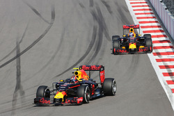 Daniil Kvyat, Red Bull Racing RB12 en Daniel Ricciardo, Red Bull Racing RB12