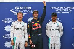Даниэль Риккардо, Red Bull Racing, поул, Нико Росберг, Mercedes AMG F1 Team, второе место и Льюис Хэмилтон, Mercedes AMG F1 Team, третье место