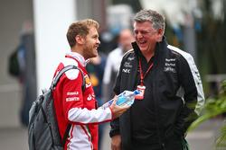 Себастьян Феттель, Ferrari, и главный операционный директор Sahara Force India F1 Отмар Шафнауэр