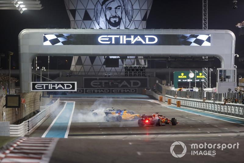 Lewis Hamilton, Mercedes-AMG F1 W09, Fernando Alonso, McLaren MCL33 et Sebastian Vettel, Ferrari SF71H font des donuts