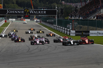 Lewis Hamilton, Mercedes AMG F1 W09, leads Sebastian Vettel, Ferrari SF71H, Esteban Ocon, Racing Point Force India VJM1, Sergio Perez, Racing Point Force India VJM11, Romain Grosjean, Haas F1 Team VF-18, and Kimi Raikkonen, Ferrari SF71H, at the start