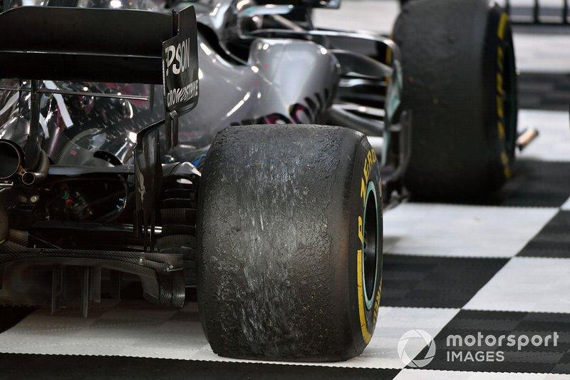 Le gomme della monoposto di Valtteri Bottas, Mercedes AMG W10, dopo la gara