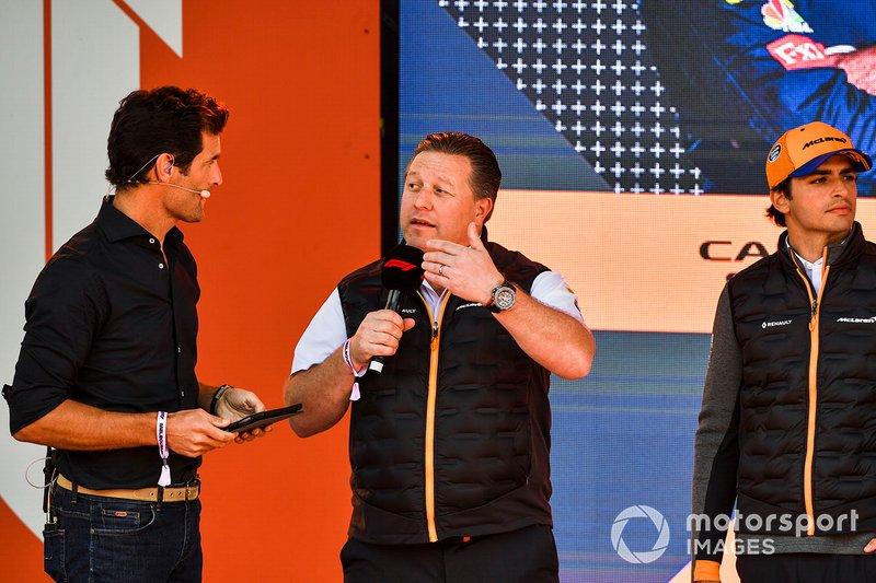 Mark Webber, Zak Brown, McLaren Executive Director en Carlos Sainz Jr., McLaren