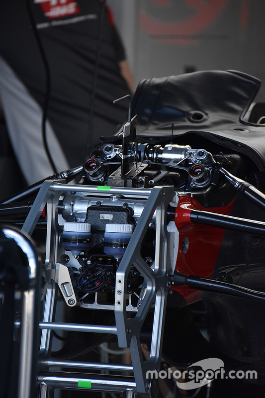 Haas F1 Team VF-17: Frontpartie