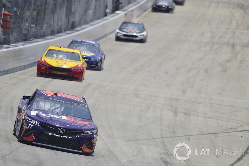 Denny Hamlin, Joe Gibbs Racing, Toyota; Joey Logano, Team Penske, Ford