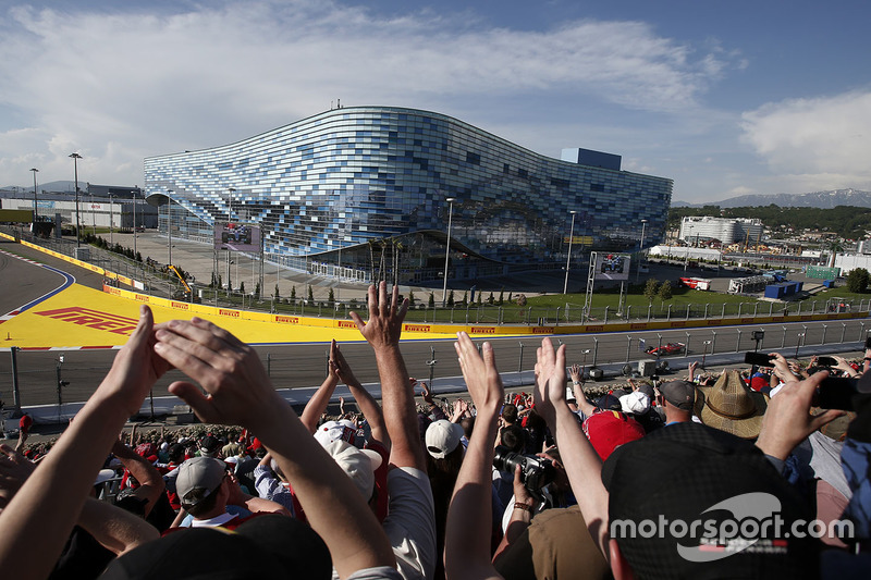 Fans and Sebastian Vettel, Ferrari SF70H