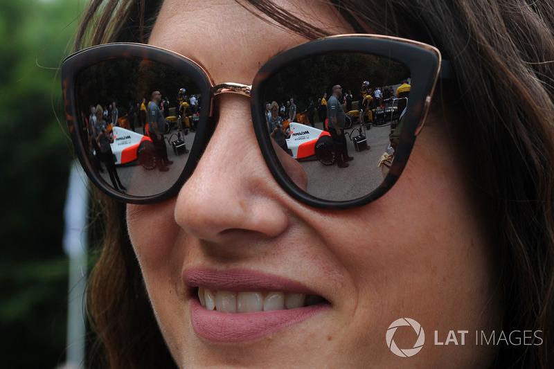 McLaren reflection