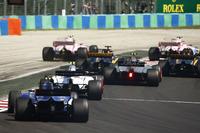 Esteban Ocon, Sahara Force India F1 VJM10, se sigue con la batalla con Sergio Pérez, Sahara Force India F1 VJM10. Jolyon Palmer, Renault Sport F1 Team RS17, Nico Hulkenberg, Renault Sport F1 Team RS17