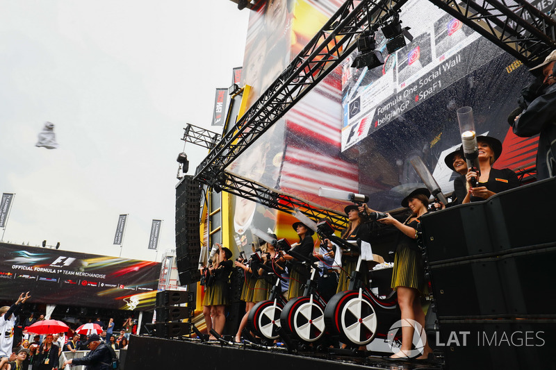 Grid Girls on stage in the F1 Fanzone