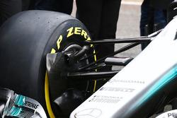 Mercedes AMG F1 W08, brake duct e sospensione anteriore