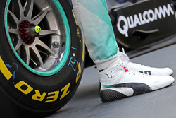 Le scarpe di Lewis Hamilton, Mercedes AMG F1