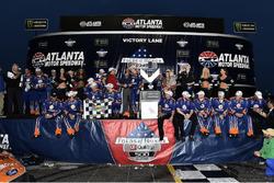 Brad Keselowski, Team Penske Ford in Victory Lane with the team