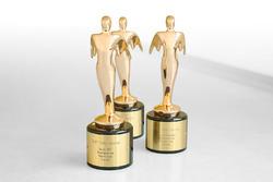 ثلاث جوائز