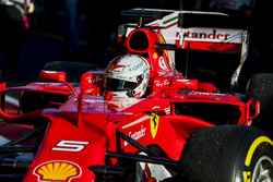 Sebastian Vettel, Ferrari SF70H, llega al Parc Ferme