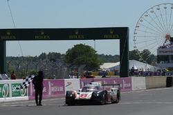 #2 Porsche LMP Team Porsche 919 Hybrid: Timo Bernhard, Earl Bamber, Brendon Hartley remporte la course