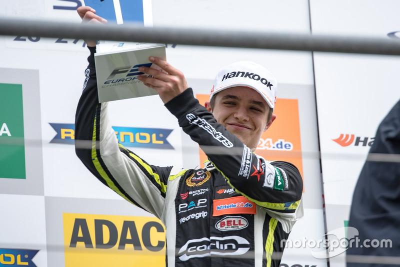Podio: Ganador de la carrera Lando Norris, Carlin Dallara F317 - Volkswagen