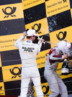 Подіум: Маро Енгель, Mercedes-AMG Team HWA, Mercedes-AMG C63 DTM, та Маттіас Екстрьом, Audi Sport Te