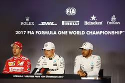 Polesitter Valtteri Bottas, Mercedes AMG F1, Sebastian Vettel, Ferrari, Lewis Hamilton, Mercedes AMG F1