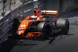 Crash von Stoffel Vandoorne, McLaren, MCL32