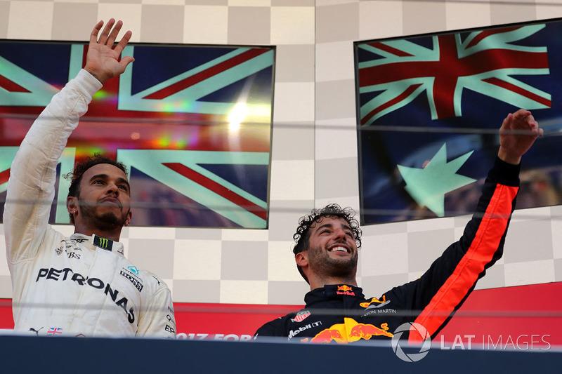 Podio: ganador de la carrera Lewis Hamilton, Mercedes AMG F1 y tercer lugar Daniel Ricciardo, Red Bu