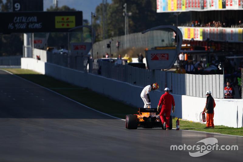Stoffel Vandoorne, McLaren MCL33, fermo in pista