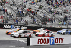 Brad Keselowski, Team Penske, Ford Fusion Discount Tire and Ryan Blaney, Team Penske, Ford Fusion REV
