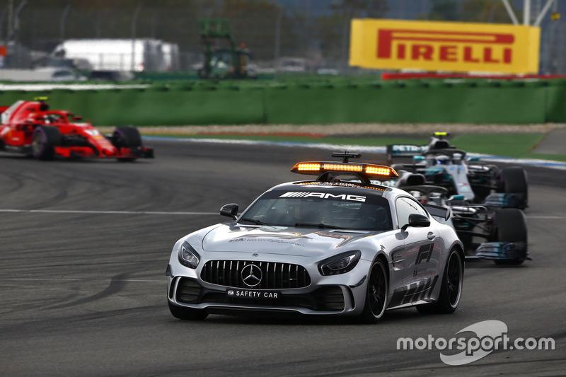 Güvenlik aracı lider, Lewis Hamilton, Mercedes AMG F1 W09, Valtteri Bottas, Mercedes AMG F1 W09 ve Kimi Raikkonen, Ferrari SF71H