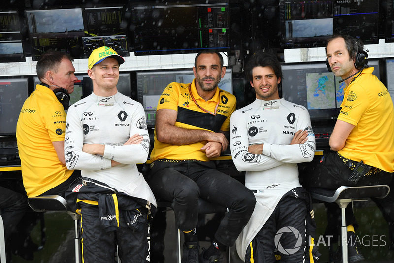 Carlos Sainz Jr., Renault Sport F1 Team and Nico Hulkenberg, Renault Sport F1 Team