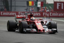 Sebastian Vettel, Ferrari SF70H locks up