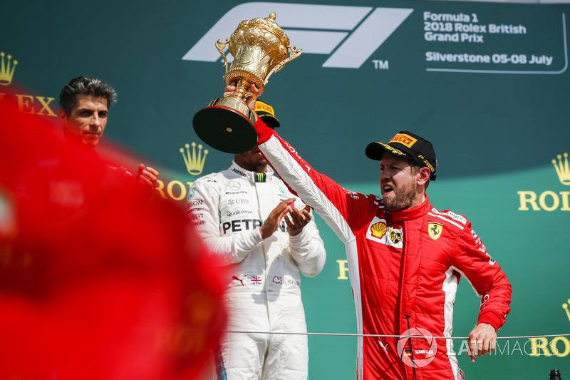 Le vainqueur Sebastian Vettel, Ferrari, sur le podium