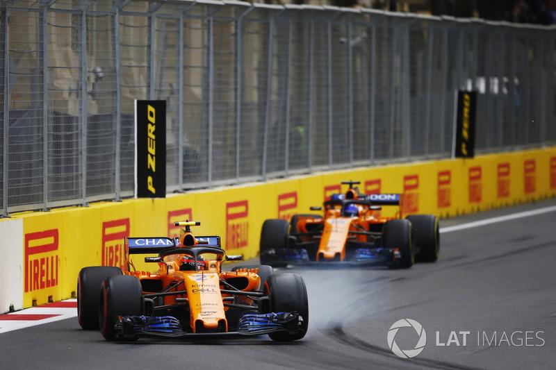 Stoffel Vandoorne, McLaren MCL33 Renault, y Fernando Alonso, McLaren MCL33 Renault