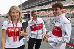 Ruth Buscombe, Sauber Race Strategist, Xevi Pujolar, Sauber Head of Track Engineering and Charles Leclerc, Sauber