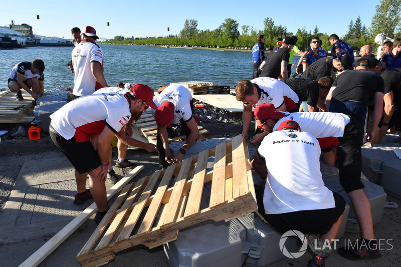 Sauber at the raft race