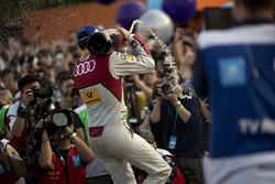 Podium: race winner Daniel Abt, Audi Sport ABT Schaeffler, sprays the champagne